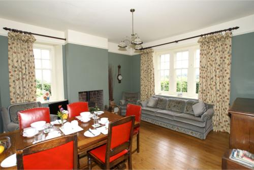 Our cosy farmhouse breakfast room
